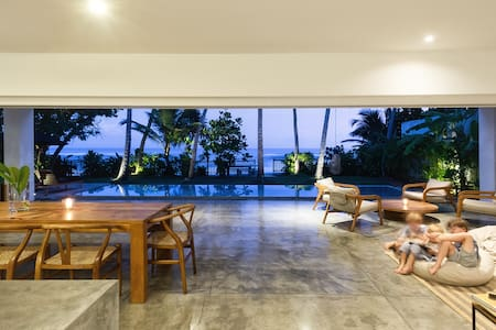 Absolute beachfront villa, Thalpe Sri Lanka