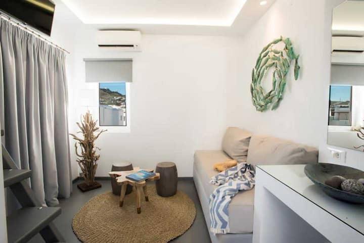 Jonaz Suite, Ornos beach (3pax)