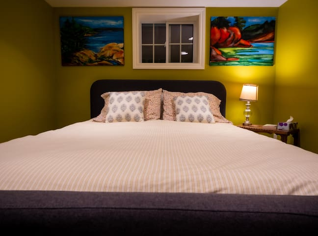Queen bed with memory foam mattress. All linens & towels are washed with scent-free, dye-free detergent.