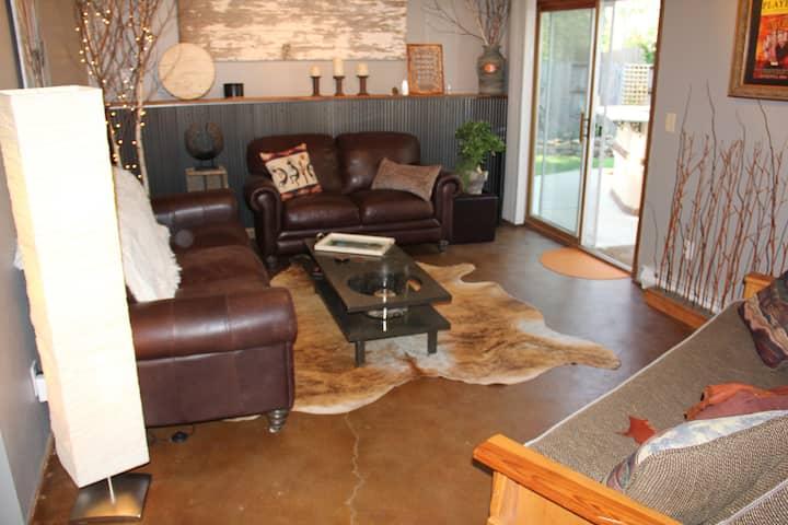 Relaxing & Unique Private Floor & Backyard Oasis.