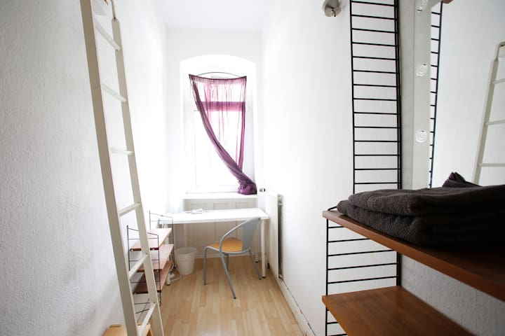 Privatzimmer in Altbauwohnung/ Private Room - 卡塞爾 - 公寓