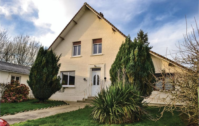 Holiday cottage with 3 bedrooms on 59 m² in Herly