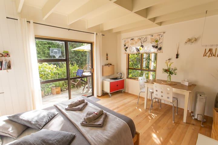 Bird's Delight - Sunny Garden Room