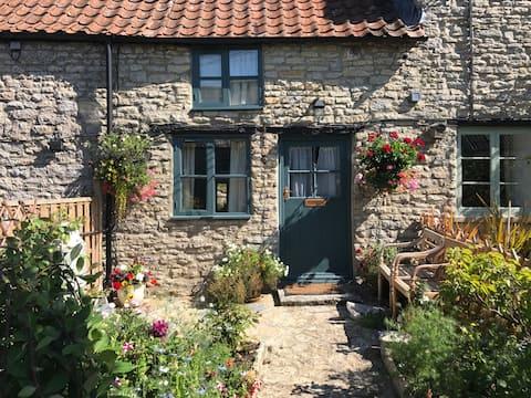 Pilton Cottage, Grade II listed 400 yr old Cottage