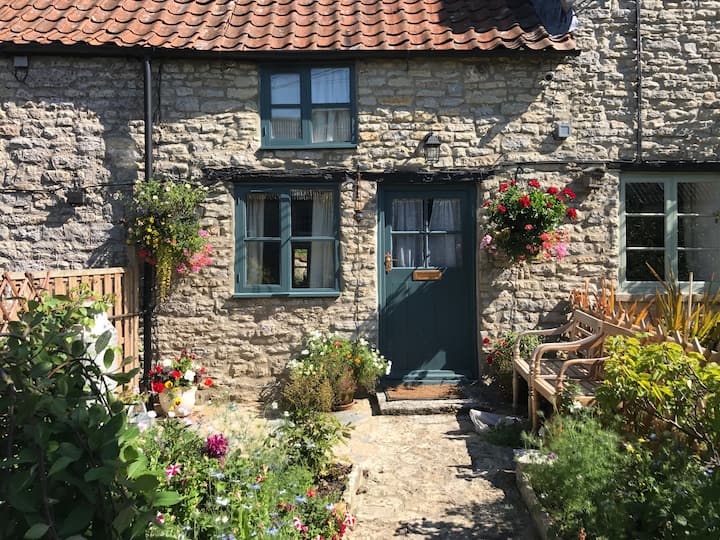 Pilton Cottage - Boho & cosy 400 yr old Cottage
