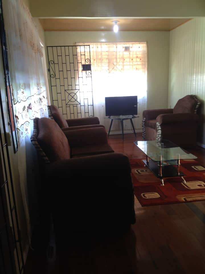 2 bedroom apartment located 15mins frm Georgetown