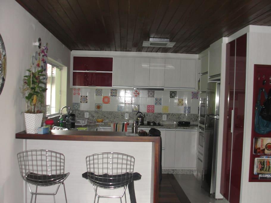 Cozinha integrada com sala jantar