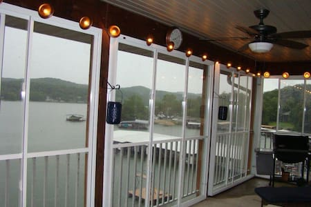 Lakefront Ozark Condo. Great View. Full Amenities - Camdenton - (ไม่ทราบ)
