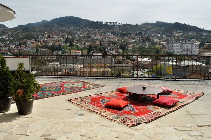 Rooftop oasis in centre of town! - Saraybosna - Daire