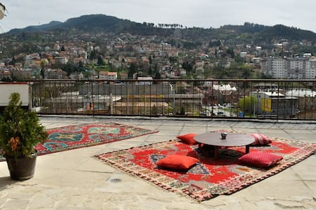 Rooftop oasis in centre of town! - Sarajevo - Apartment