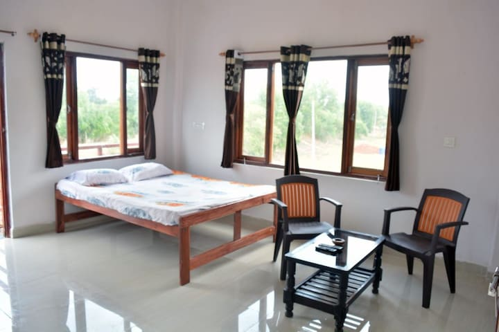 Budget Rooms Close to Keri-Arambol Beach
