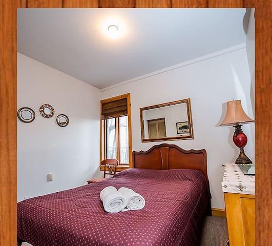 Jolie chambre à montebello - Montebello - House