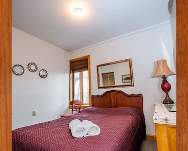 Jolie chambre à montebello - Montebello - บ้าน