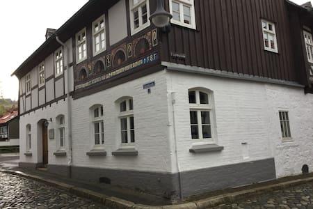 Im 440Jahre alten Haus Gemütlichkei - 고슬라르