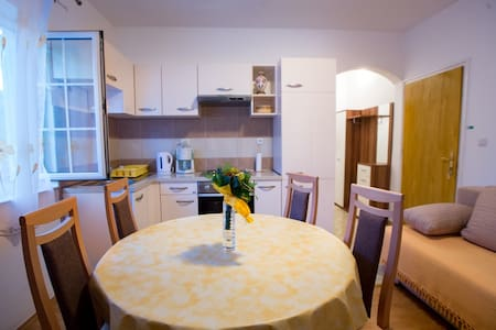 Apartment for 2+2, near the see - Banjol