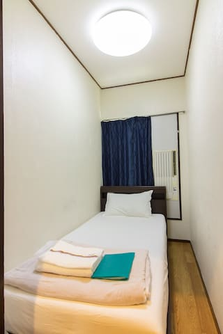23Low cost!Comfortable bed room!namba 2station - Ōsaka-shi - House