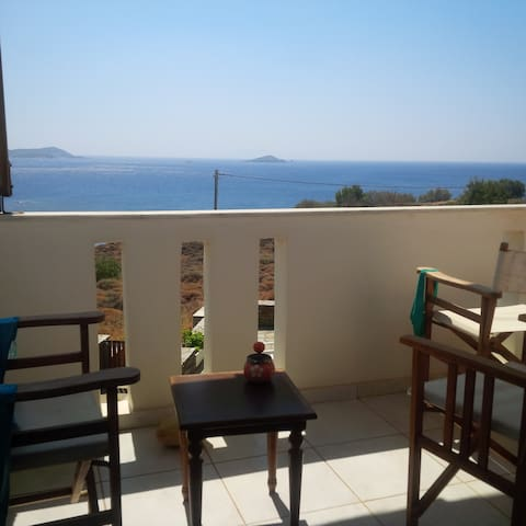 Lovely place with a view of Aegean - Andros