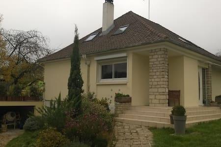 Grande maison familiale (5 J min) - Verrières-le-Buisson