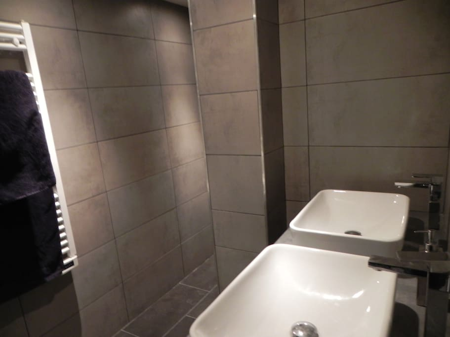 Appartement type f2 neuf au coeur de la ville flats for for Cash piscine saint maximin