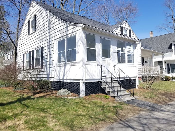 N End Single Fam. 5 Bed/2Ba w/office & Private W/D
