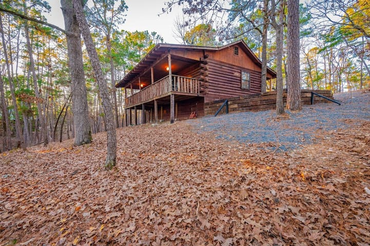 CEDAR RIDGE - Newly Renovated and Updated! 2 Bedroom Cozy cabin Located Mins from Broken Bow Lake!