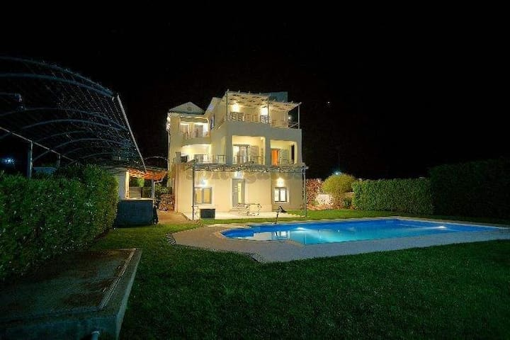 Private Luxury villa in the green - Chalazoni - Villa