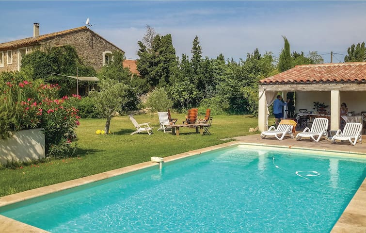 Former farm house with 4 bedrooms on 200m² in Castelnau d'Aude