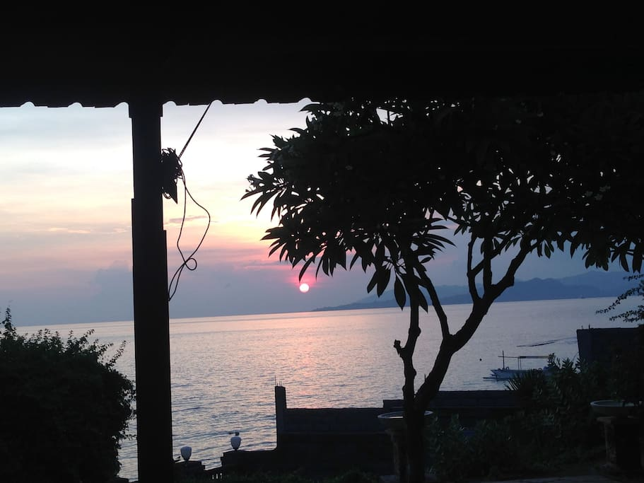 Quiet sunset on the Bay from the dining Bale