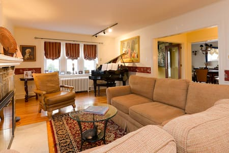 Charming space - gracious hosts - Upper Darby