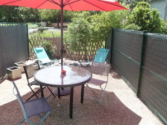 Rez de jardin ensoleillé proche mer - La Rochelle - Apartment