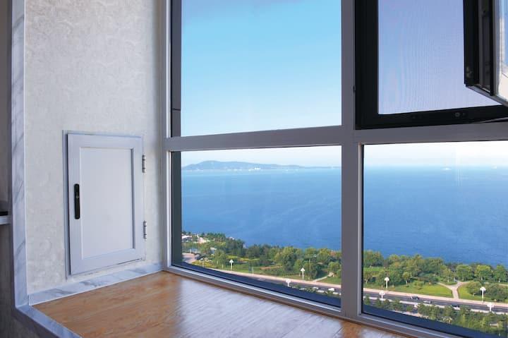 威海公园/海景房/落地窗/三室两厅两卫/复式双层/免费停车/私人高档小区