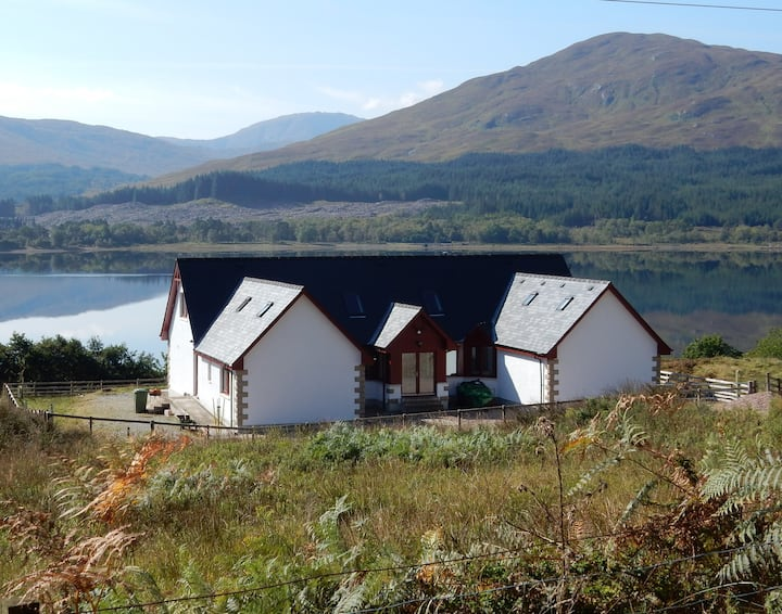 Gasgan. Large croft house with amazing loch views