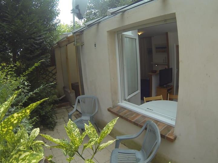 studio indépendant dans le jardin.