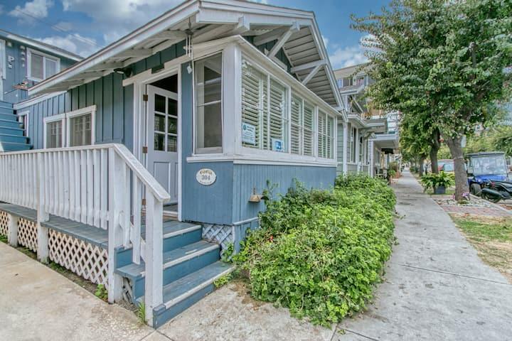 Cute Cottage, Open Floorplan Duplex, 2 Blocks to Beach & Shops, WIFI - 304 Sumner Ave