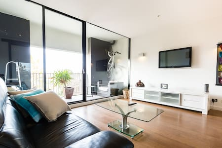 Cleo, stunning and cosy 1BED +Parking+Wifi - Saint Kilda - Apartment