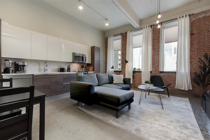 JURNY | Convention Center | Dazzling 1bd In Downtown