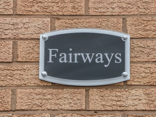 FAIRWAYS, pet friendly, with a garden in Prestatyn, Ref 973413