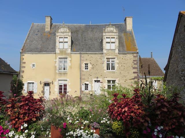 GITE Le Prieuré St Martin (3 clés) - Sougé-le-Ganelon - House
