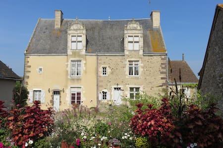 GITE Le Prieuré St Martin (3 clés) - Sougé-le-Ganelon - Dům