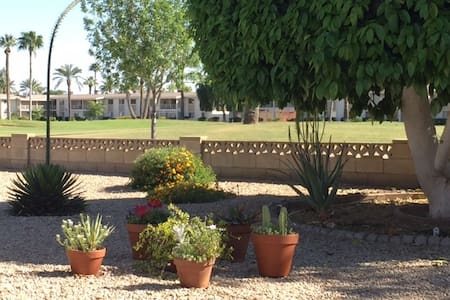 Sunny, Quiet, Private Apartment on the Golf Course - Sun City