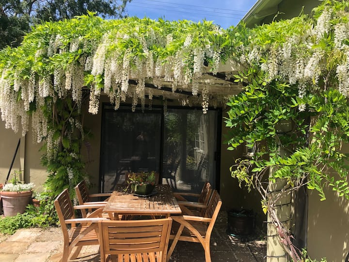 Bright Garden Studio