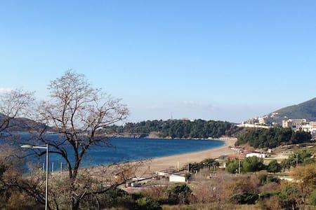 Уютная квартира рядом с песчаным пляжем Бечичи - Rafailovići