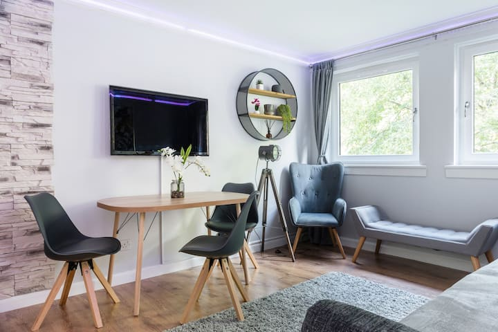 City Centre Stylish Apartment With Free Parking