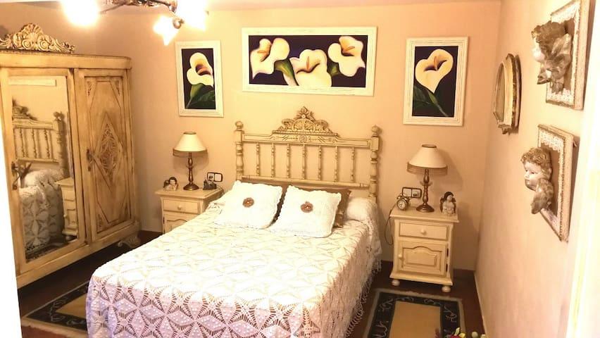 Dormitorio Principal con cama doble.