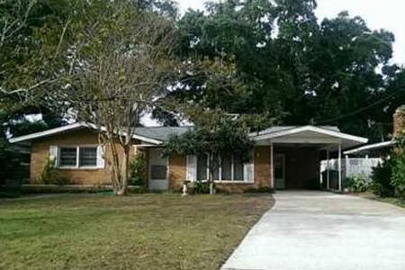 Private, remodeled 2 bd 2 bth. Steps to the beach! - Biloxi