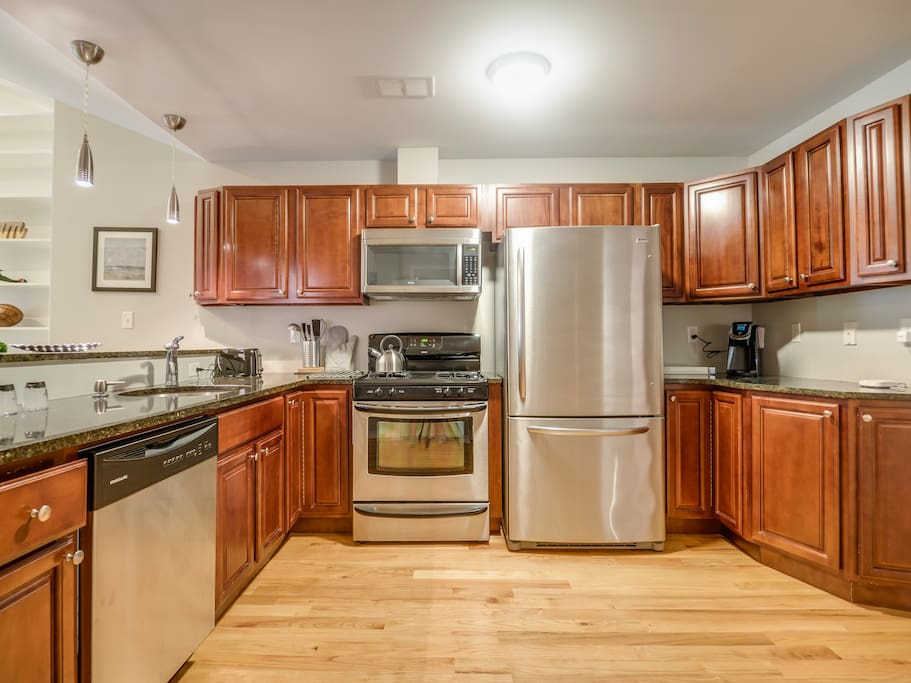 The fully equipped gourmet kitchen makes cooking in a treat, with the latest appliances and everything you need to prepare a fabulous meal.