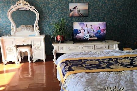 万达公寓,欧洲装饰,简单优雅,大气,宽敞明亮,感觉非常的温馨。