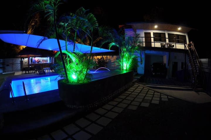 Parrot Resort Standard Room 4 - Moalboal - Boutique-hotelli