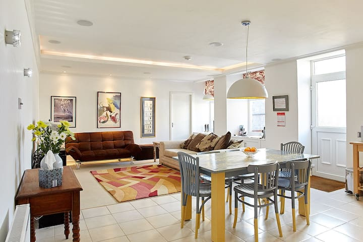 4* Ground Floor Distillery Family Apartment