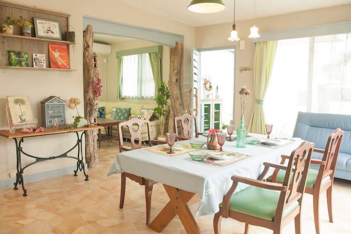 広いお庭でBBQ!! おしゃれ雑貨が盛り沢山♪パステルカラーを基調とした家具がスイートな一軒家